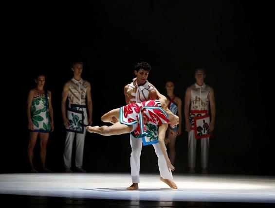 Royal New Zealand Ballet in Javier de Frutos's Anatomy of a Passing Cloud.