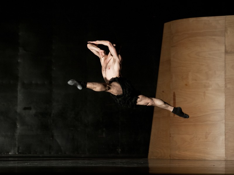 Photo of Jiri Bubenicek in William Forysthe's Enemy in the Figure (Semperoper Ballett)