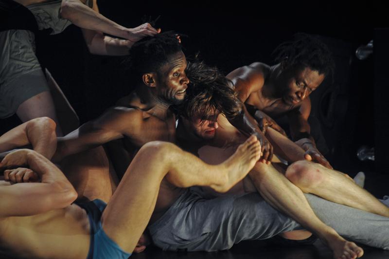 Les ballets C de la B in Alain Platel's Nicht Schlafen