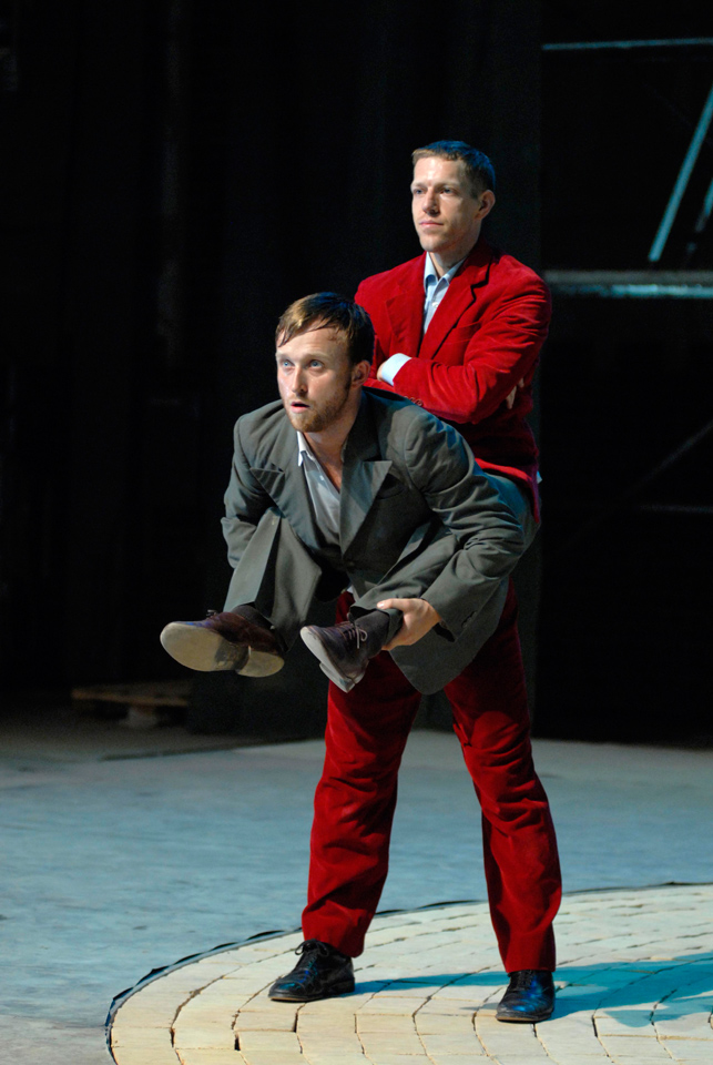 Body doubles? Damien Jalet and Luc Dunberry in Cherkaoui's D'Avant. Photo © Sebastian Bolesch
