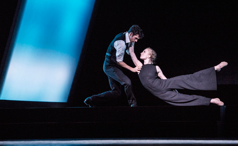 Grete Sofie Borud Nybakken as Hedda and Shane Urton as Brack in Marit Moum Aune's Hedda Gabler for the Norwegian National Ballet. Photo: Erik Berg